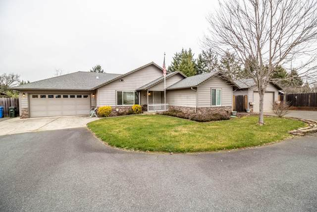 2000 SE Doris Ann Lane, Grants Pass, OR 97527 (MLS #220117238) :: The Ladd Group