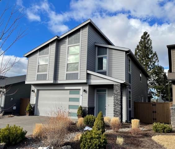 61108 SE Stari Most Loop, Bend, OR 97702 (MLS #220117270) :: Berkshire Hathaway HomeServices Northwest Real Estate