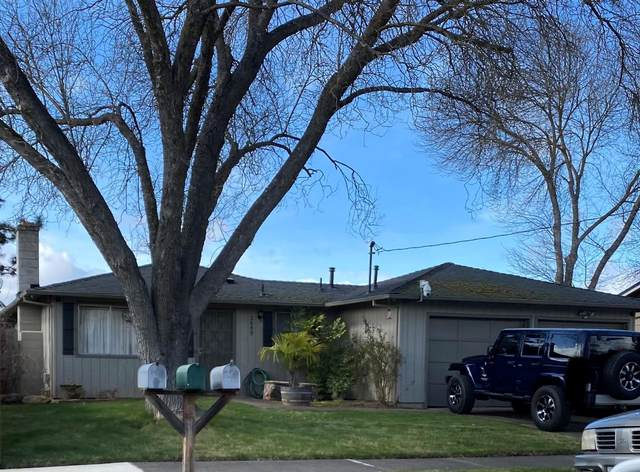 2449 Alma Drive, Medford, OR 97504 (MLS #220117296) :: The Ladd Group