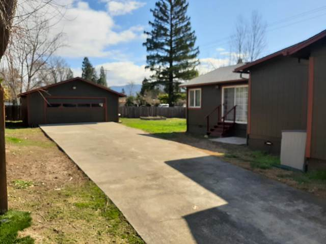 2488 Leonard Road, Grants Pass, OR 97527 (MLS #220117298) :: The Ladd Group