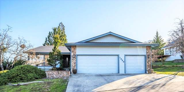 1088 Kristen Drive, Medford, OR 97504 (MLS #220117304) :: The Ladd Group