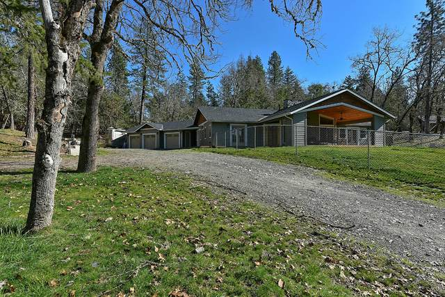 2261 Demaray Drive, Grants Pass, OR 97527 (MLS #220117405) :: The Riley Group