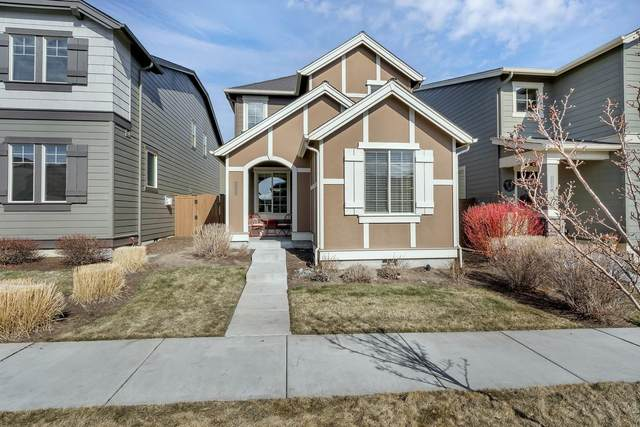 20774 NE Sierra Drive, Bend, OR 97701 (MLS #220117436) :: Bend Relo at Fred Real Estate Group