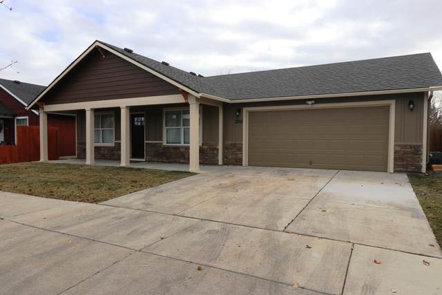 3350 SW Indian Place, Redmond, OR 97756 (MLS #220117452) :: Bend Relo at Fred Real Estate Group