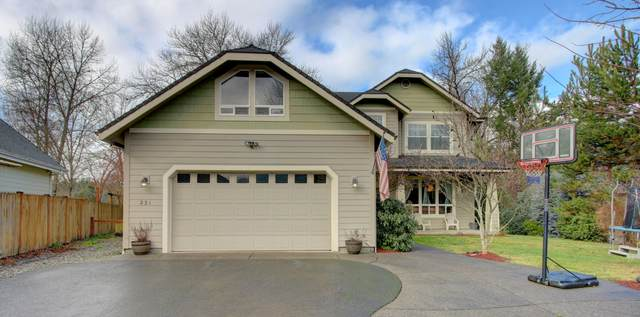 221 Whispering Drive, Grants Pass, OR 97527 (MLS #220117476) :: The Riley Group