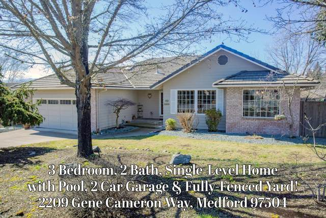2209 Gene Cameron Way, Medford, OR 97504 (MLS #220117510) :: Team Birtola | High Desert Realty