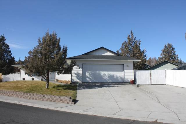 1218 SW Kenwood Drive, Madras, OR 97741 (MLS #220117530) :: The Ladd Group