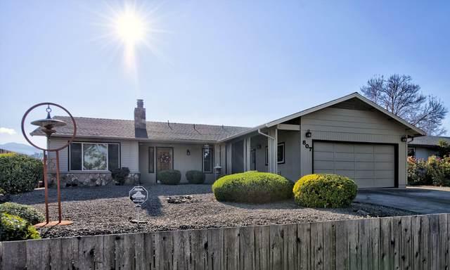 807 W 1st Street, Phoenix, OR 97535 (MLS #220117551) :: Rutledge Property Group