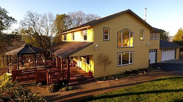 6460 Tolo Road, Central Point, OR 97502 (MLS #220117561) :: FORD REAL ESTATE