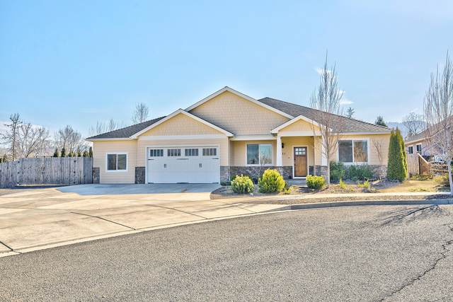 111 Huntley Lane, Phoenix, OR 97535 (MLS #220117607) :: FORD REAL ESTATE
