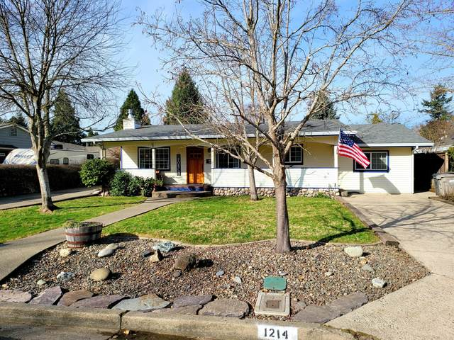 1214 SW Oak Street, Grants Pass, OR 97526 (MLS #220117609) :: The Ladd Group