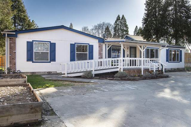 1236 Watson Drive, Grants Pass, OR 97527 (MLS #220117635) :: The Ladd Group