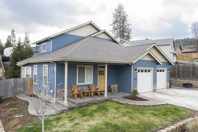 927 NW Bishop Street, Grants Pass, OR 97526 (MLS #220117645) :: The Ladd Group