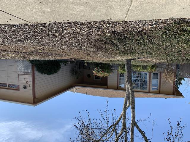 801 Delsie Drive, Grants Pass, OR 97527 (MLS #220117661) :: The Ladd Group