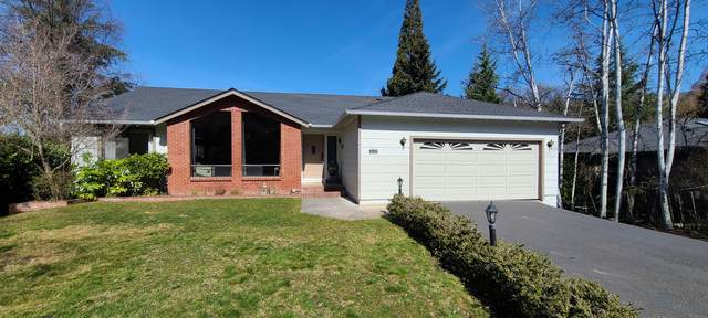 4443 Hillcrest Road, Medford, OR 97504 (MLS #220117707) :: Coldwell Banker Sun Country Realty, Inc.