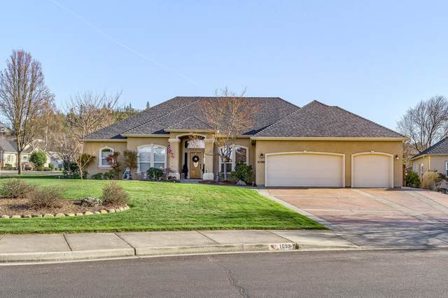 1098 Coral Ridge, Eagle Point, OR 97524 (MLS #220117713) :: The Ladd Group