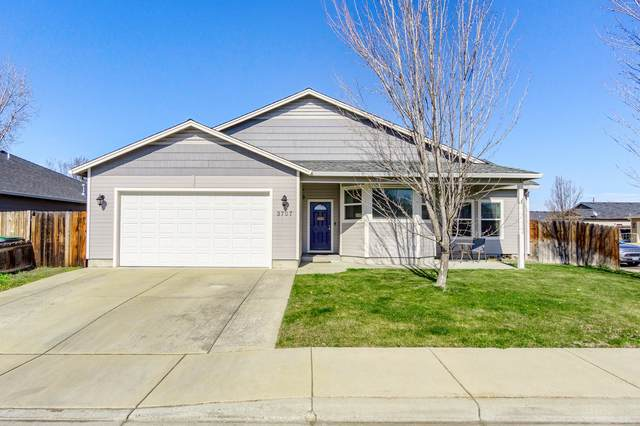 3707 Amelia Way, White City, OR 97503 (MLS #220117724) :: Rutledge Property Group