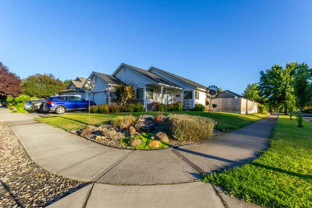 2060 Cheshire Way, Medford, OR 97501 (MLS #220117736) :: Rutledge Property Group