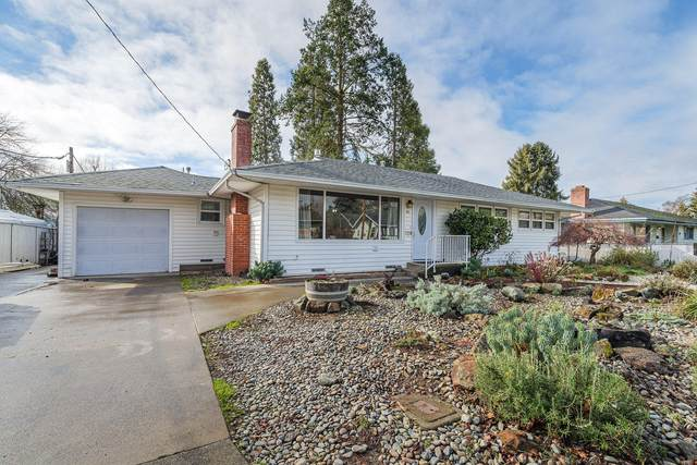 811 NE Clyde Place, Grants Pass, OR 97526 (MLS #220117776) :: Vianet Realty