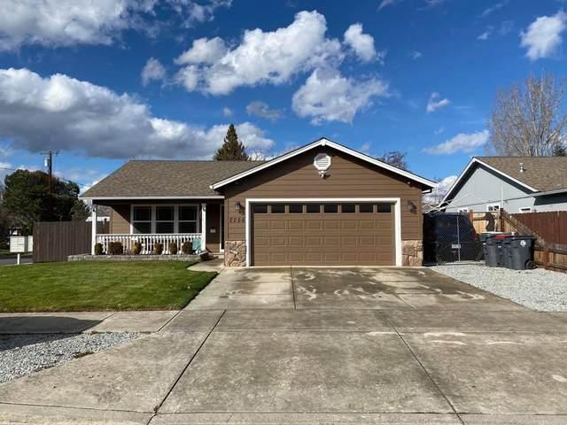 2256 Arlington Drive, Medford, OR 97501 (MLS #220117798) :: Keller Williams Realty Central Oregon