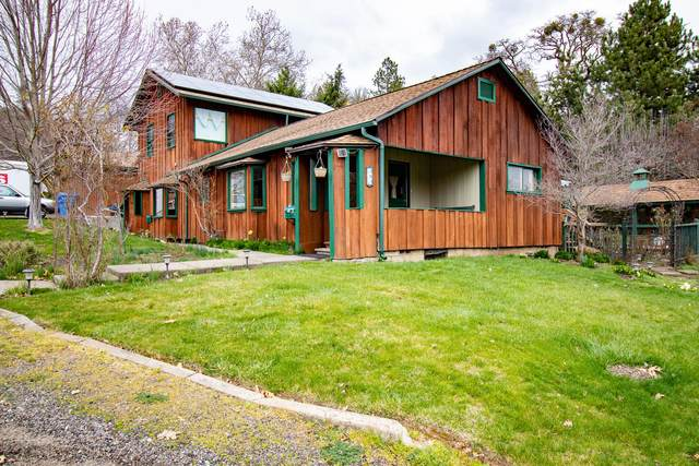 383 N Fifth Avenue, Gold Hill, OR 97525 (MLS #220117805) :: Rutledge Property Group