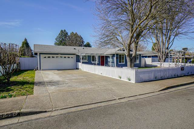 664 Malabar Street, Central Point, OR 97502 (MLS #220117827) :: The Ladd Group