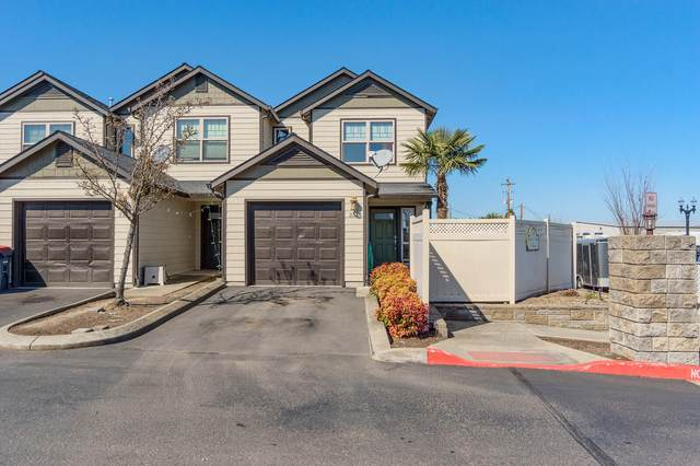 233 Daisy Creek Village Drive, Central Point, OR 97502 (MLS #220117835) :: The Ladd Group