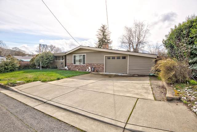 1025 NE Fall Drive, Grants Pass, OR 97526 (MLS #220117964) :: Rutledge Property Group