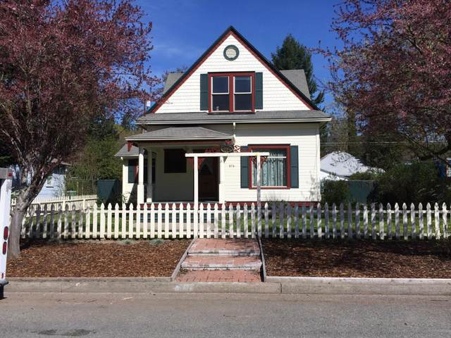 614 NW B Street, Grants Pass, OR 97526 (MLS #220118197) :: Bend Homes Now