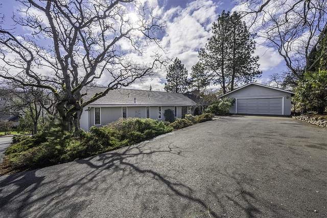 318 Stanford Avenue, Medford, OR 97504 (MLS #220118322) :: Berkshire Hathaway HomeServices Northwest Real Estate