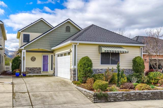 320 Meadow Drive, Ashland, OR 97520 (MLS #220118364) :: The Riley Group