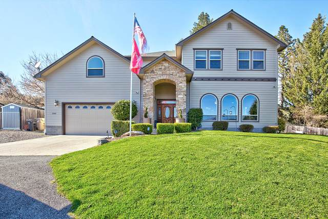 2205 NW Oxford Circle, Grants Pass, OR 97526 (MLS #220118537) :: Stellar Realty Northwest