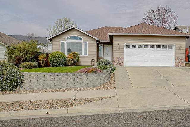 950 Crystal Drive, Eagle Point, OR 97524 (MLS #220119195) :: Premiere Property Group, LLC