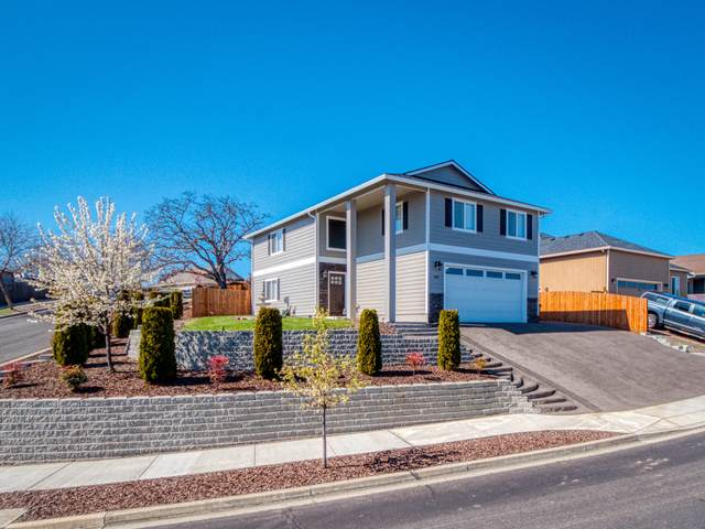 562 N Heights Drive, Eagle Point, OR 97524 (MLS #220119475) :: Rutledge Property Group