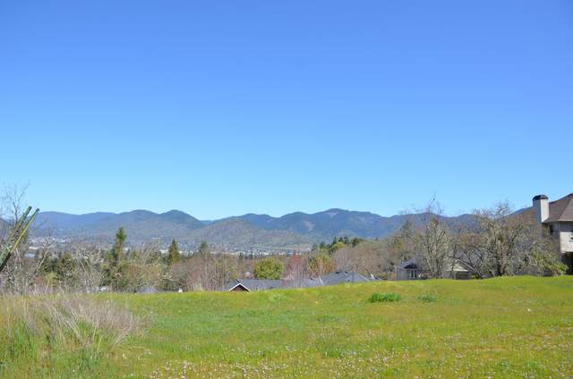2239 SE Linden Lane, Grants Pass, OR 97527 (MLS #220119647) :: FORD REAL ESTATE