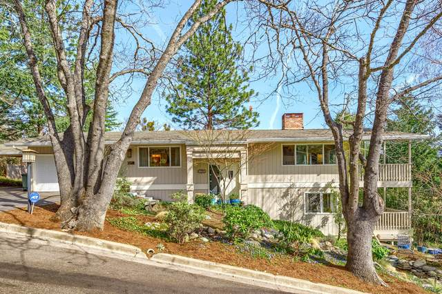 1385 Windsor Street, Ashland, OR 97520 (MLS #220119724) :: Bend Relo at Fred Real Estate Group
