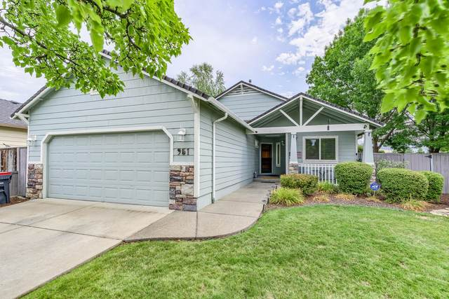 951 Village Circle, Medford, OR 97504 (MLS #220119805) :: Berkshire Hathaway HomeServices Northwest Real Estate