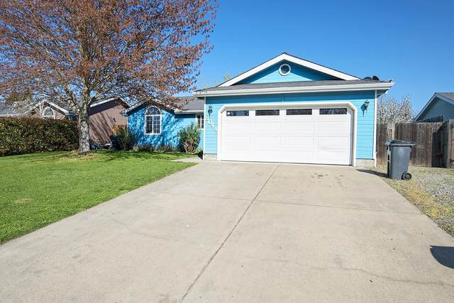 8044 25th Street, White City, OR 97503 (MLS #220119957) :: Berkshire Hathaway HomeServices Northwest Real Estate