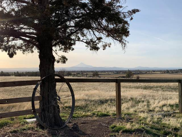 9440 SW Feather Drive, Culver, OR 97734 (MLS #220119975) :: Bend Relo at Fred Real Estate Group