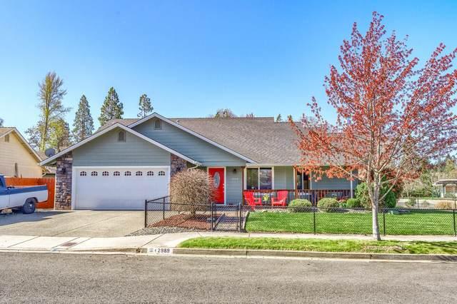 2989 SW Ravenwood Drive, Grants Pass, OR 97527 (MLS #220119998) :: Berkshire Hathaway HomeServices Northwest Real Estate