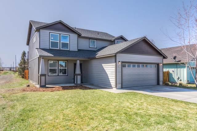 3296 SW Evergreen Avenue, Redmond, OR 97756 (MLS #220120028) :: Bend Homes Now
