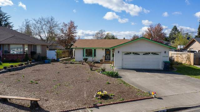 2636 Brookside Drive, Medford, OR 97504 (MLS #220120068) :: The Riley Group