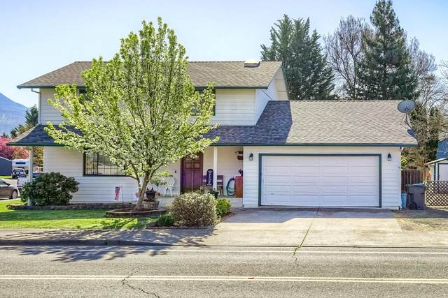 3196 Springbrook Road, Medford, OR 97504 (MLS #220120077) :: Berkshire Hathaway HomeServices Northwest Real Estate