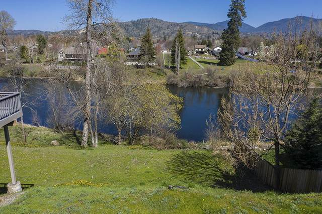 1040 SW Zane Grey Court, Grants Pass, OR 97527 (MLS #220120148) :: Bend Relo at Fred Real Estate Group