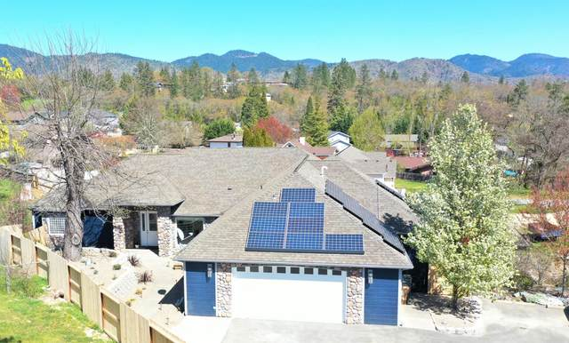 121 NW Fall Run Drive, Grants Pass, OR 97526 (MLS #220120153) :: Berkshire Hathaway HomeServices Northwest Real Estate