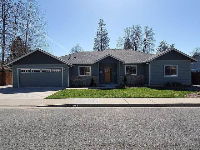 965 NE Providence Way, Grants Pass, OR 97526 (MLS #220120180) :: Berkshire Hathaway HomeServices Northwest Real Estate