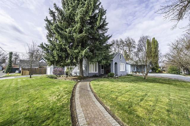 1036 Queen Anne Avenue, Medford, OR 97504 (MLS #220120192) :: Berkshire Hathaway HomeServices Northwest Real Estate
