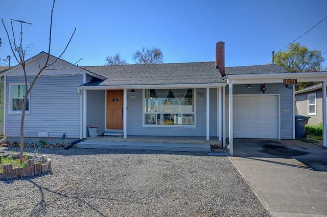 1211 Dakota Avenue, Medford, OR 97501 (MLS #220120204) :: Coldwell Banker Bain