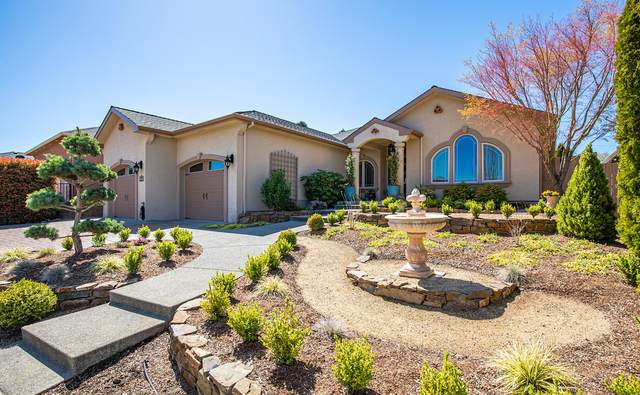2703 Montara Drive, Medford, OR 97504 (MLS #220120218) :: Berkshire Hathaway HomeServices Northwest Real Estate