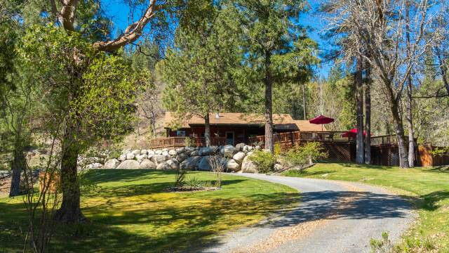 9375 E Evans Creek Road, Rogue River, OR 97537 (MLS #220120243) :: FORD REAL ESTATE